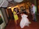 la sposa si lancia nel limbo con la musica di betty dj